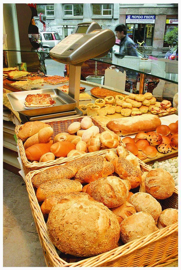Consumatori e Comune contro il caro-pane