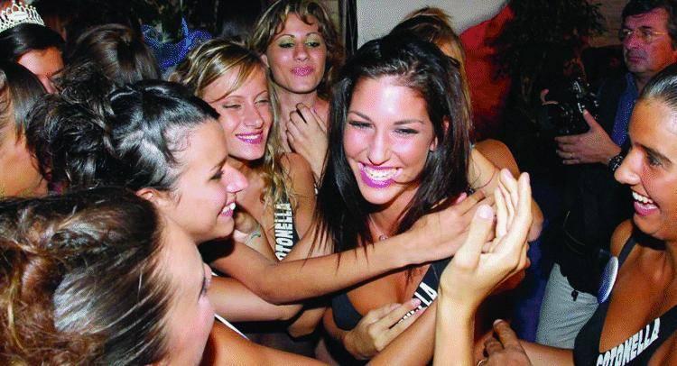 Alta, bruna, bellissima Manuela Virdis è  Miss Liguria 2006