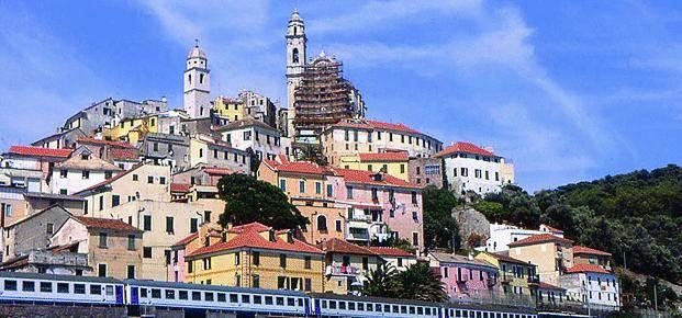 Il paese senza alberghi tra castello e cantieri navali
