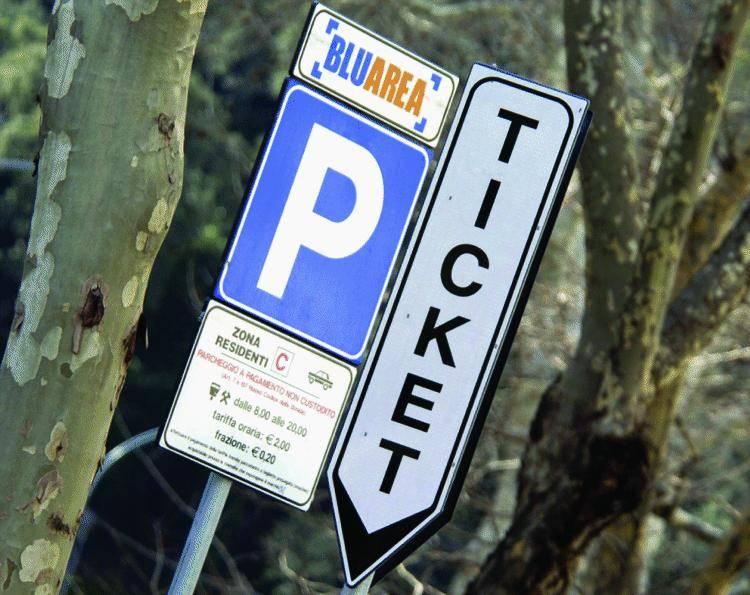 I residenti, dopo aver pagato da mesi senza il servizio, attendono il via: chi abita in alto potrà posteggiare sui viali, non chi vive più vicino al mare Zone blu a Castelletto, inversione sui corsi