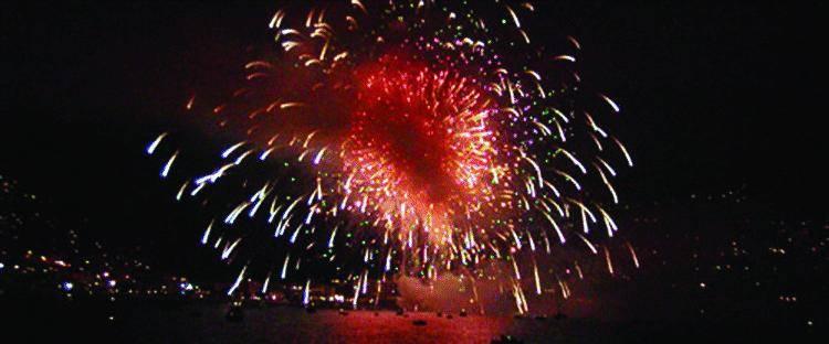 Recco s'incendia: in trentamila fanno festa alla Madonna