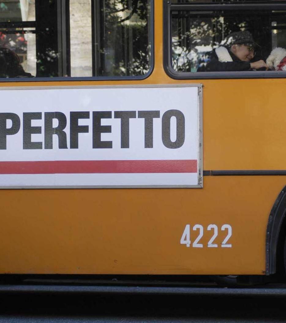 La sinistra scende dalle barricate e sale sull'autobus a 1,20 euro