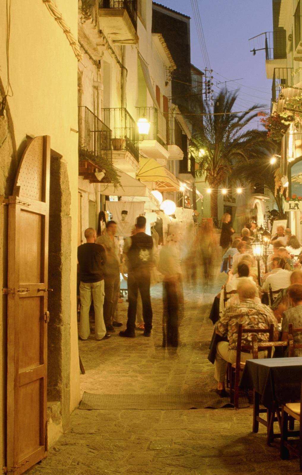 Duemila euro per fare le vacanze a Ibiza nella casa che non c'è