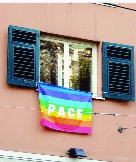 L'ipocrisia delle bandiere arcobaleno