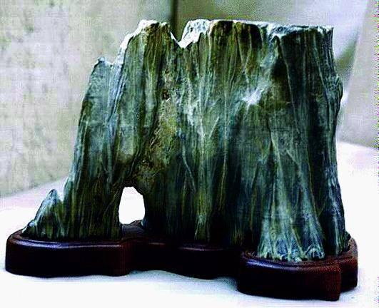 Oneglia espone le pietre da trasformare in «suiseki»