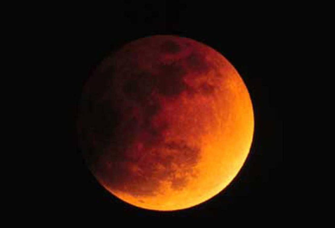 La Luna dà spettacolo  Domani eclissi totale