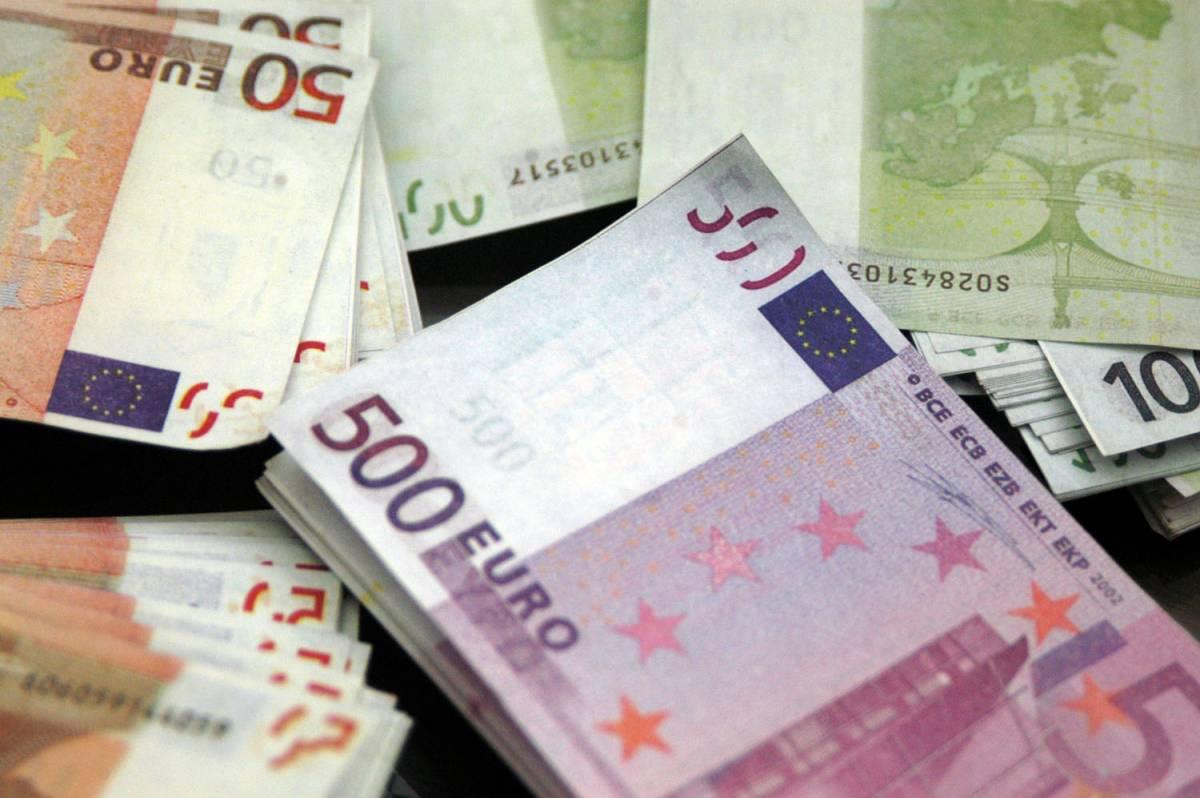 L'Emilia alza le tasse ma poi butta ottocentomila euro