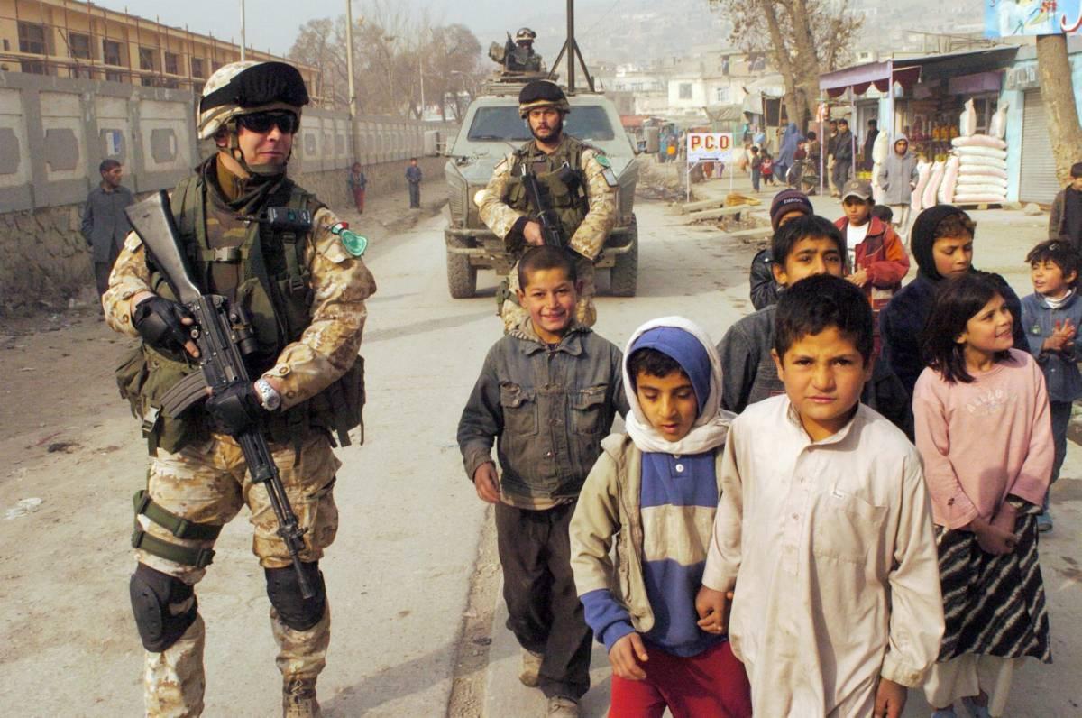 """Afghanistan: raid Nato 9 civili morti. D'Alema contro gli Usa: """"Serve un'inchiesta"""". La Casa Bianca: """"Non siamo terroristi"""""""