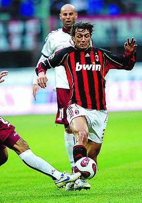 Milan, col Celtic torna Maldini Kaladze fuori: troppa discoteca