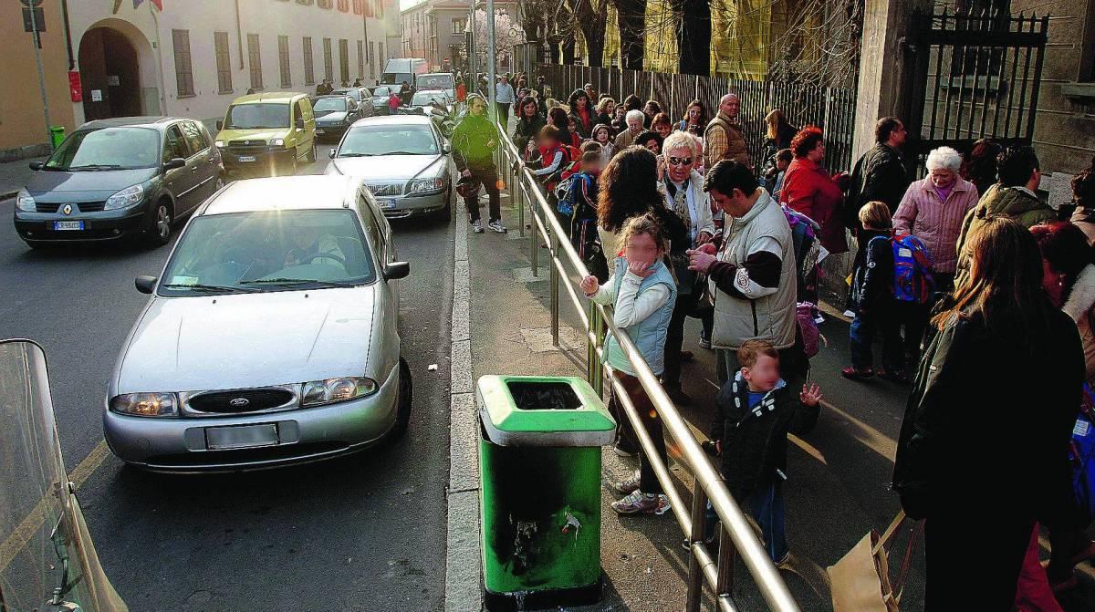 Smog, un bambino su tre va a scuola in auto