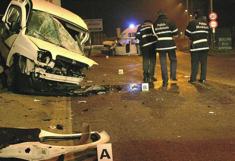 Scontro frontale tra due auto: perdono la vita i conducenti