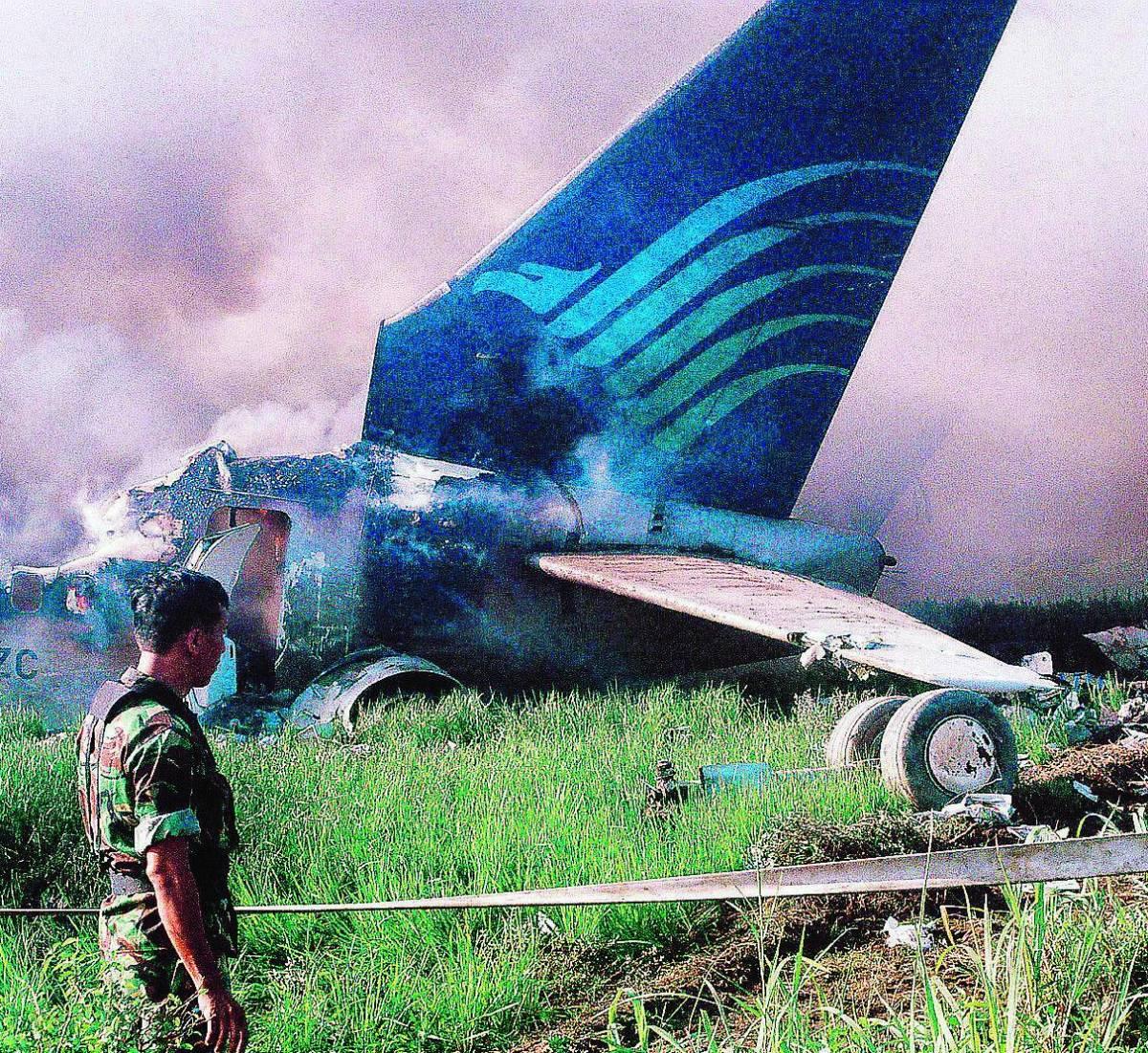 Disastro aereo a Giava Il superstite italiano: ero convinto di morire
