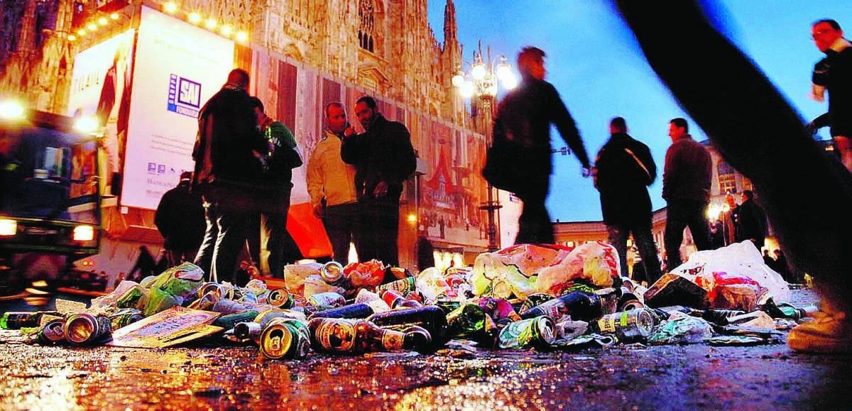 Il sagrato del Duomo discarica dei tifosi scozzesi