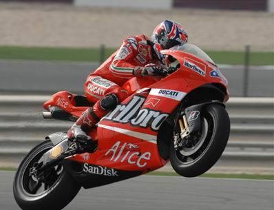 Motogp, Stoner vola in Qatar  Valentino Rossi è secondo