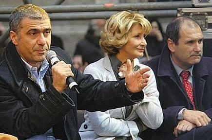 E ora Prodi sconfessa i tre ministri in piazza Mastella: troppo tardi