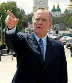 Bush padre all'ospedale. Colto da malore  mentre stava giocando a golf