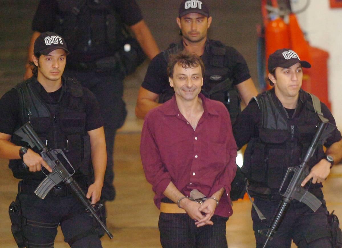Battisti, due politici francesi  l'hanno aiutato nella fuga in Brasile