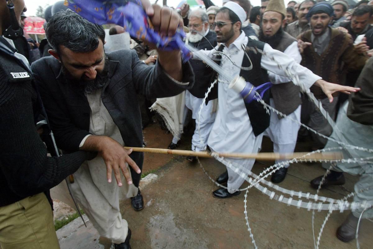 Pakistan, scontri tra miliziani: 106 morti
