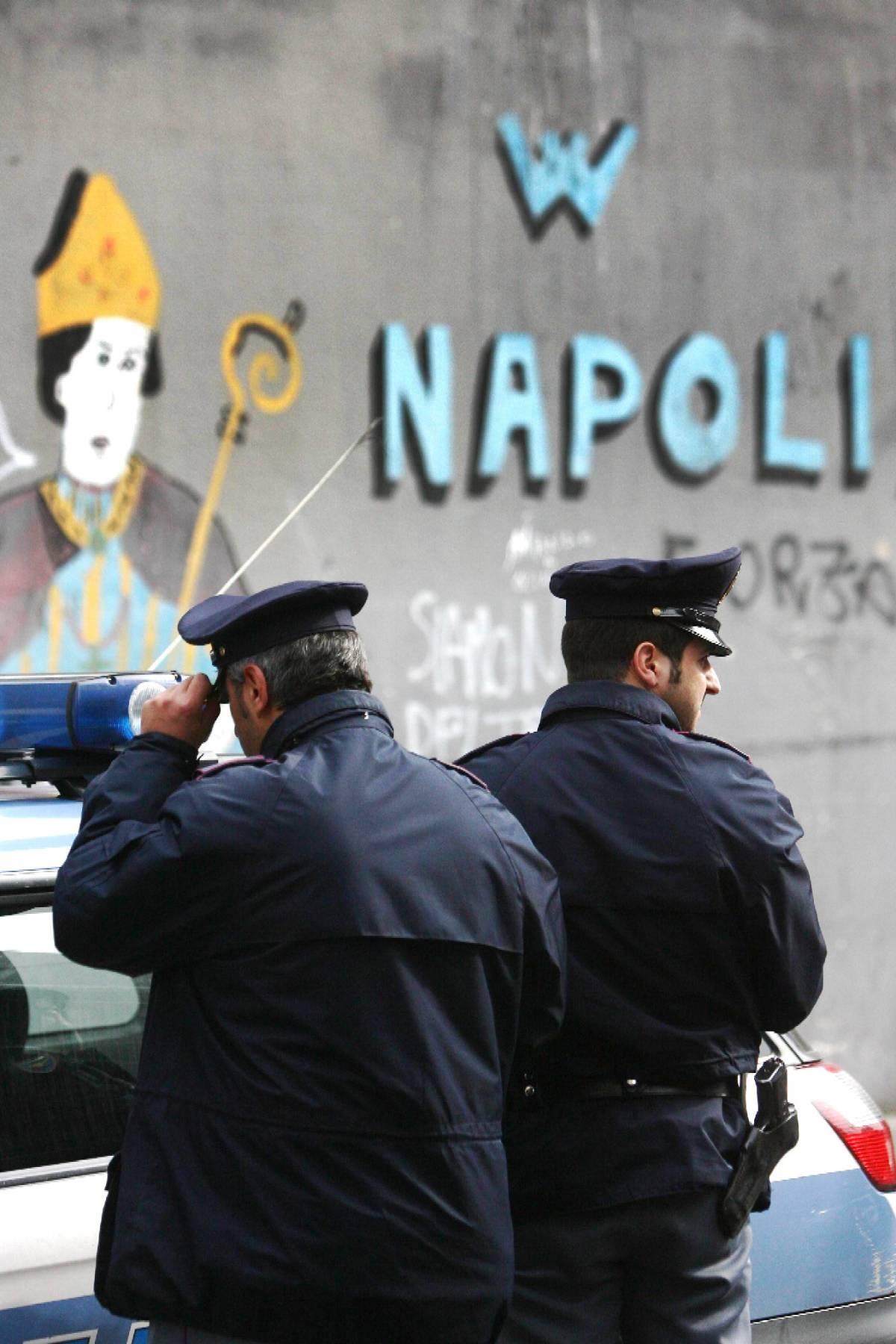 Napoli, agguato in centro  ucciso un uomo, ferita la moglie