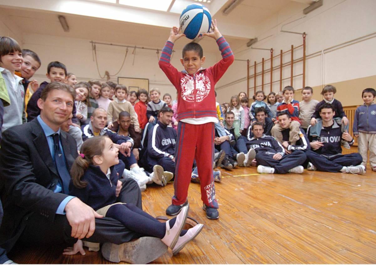I giganti del basket tra i bimbi della Brignole Sale