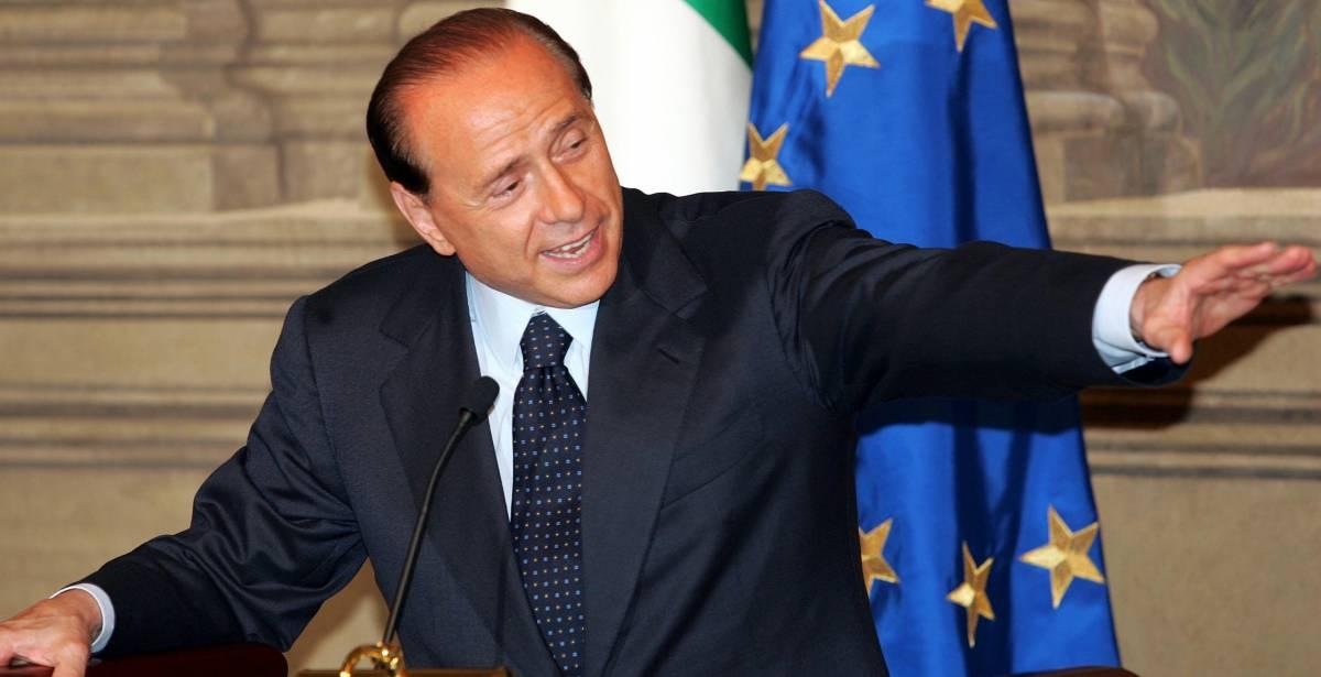 Berlusconi tiene il governo sotto scacco