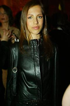 La figlia di Donatella Versace combatte  contro l'anoressia