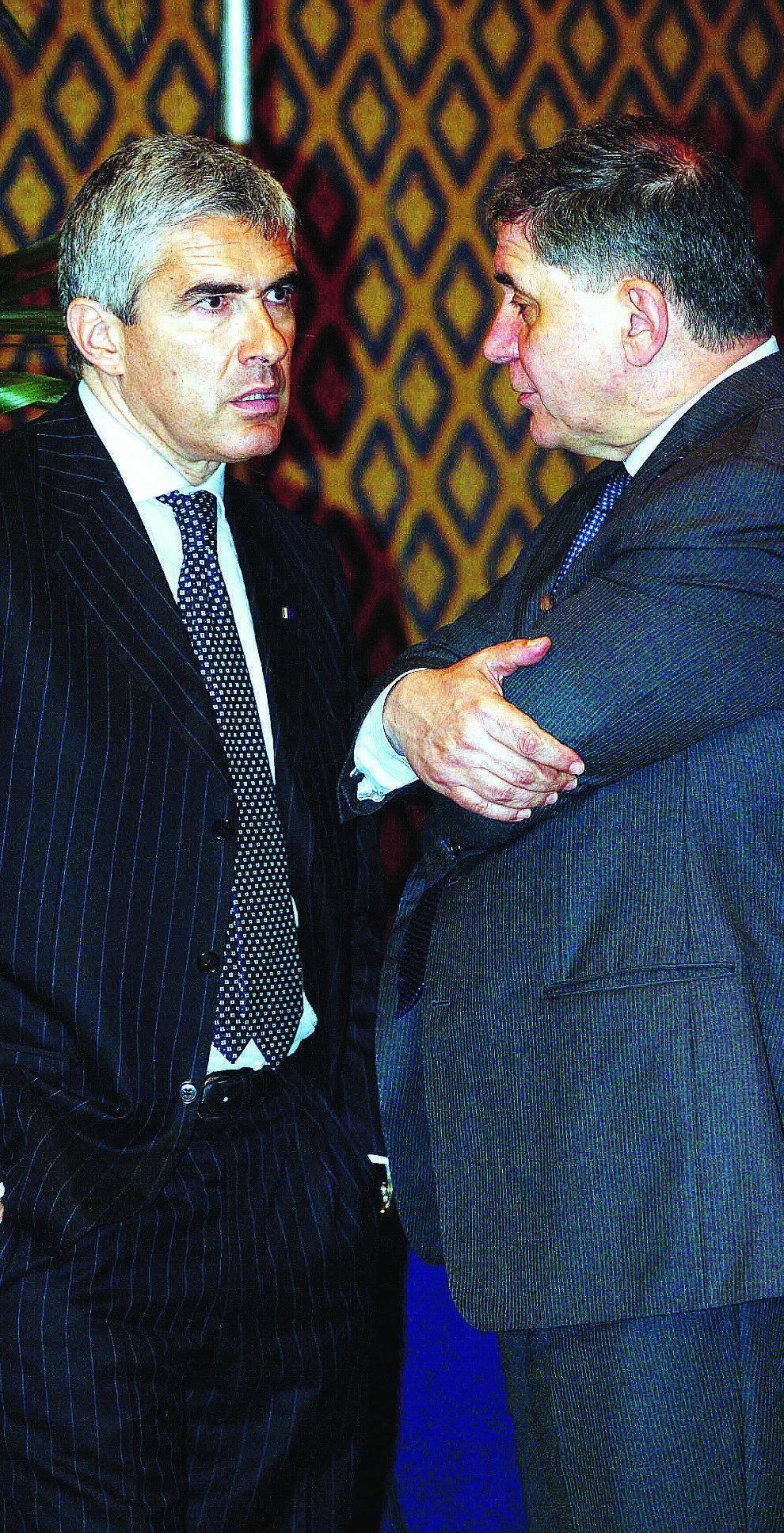 Casini resiste e sfida gli alleati: «Io salvo l'onore dei moderati»