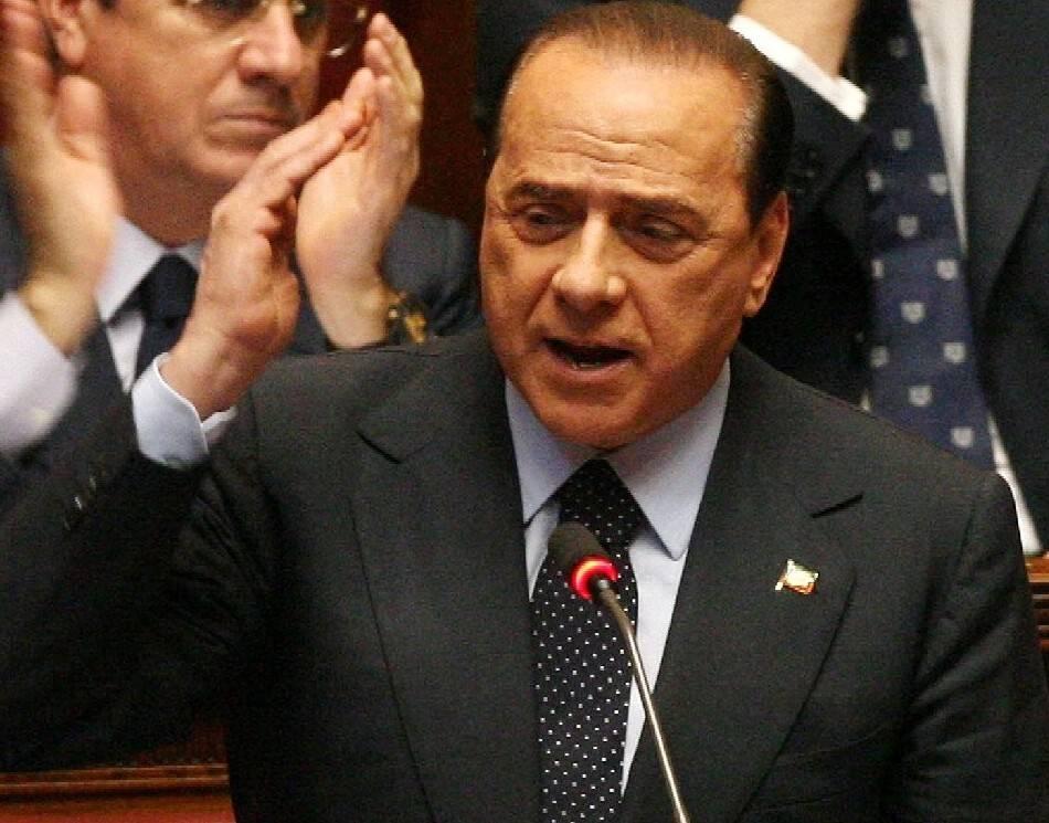 """Berlusconi all'attacco: """"Se cade governo Usa  e Gb contenti. Le liberalizzazioni? Fasulle"""""""