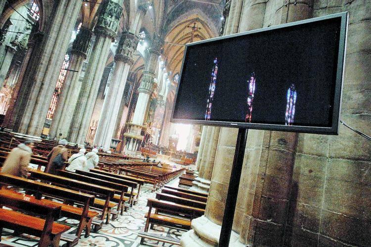 Maxischermi dentro il Duomo per seguire le Messe di Pasqua