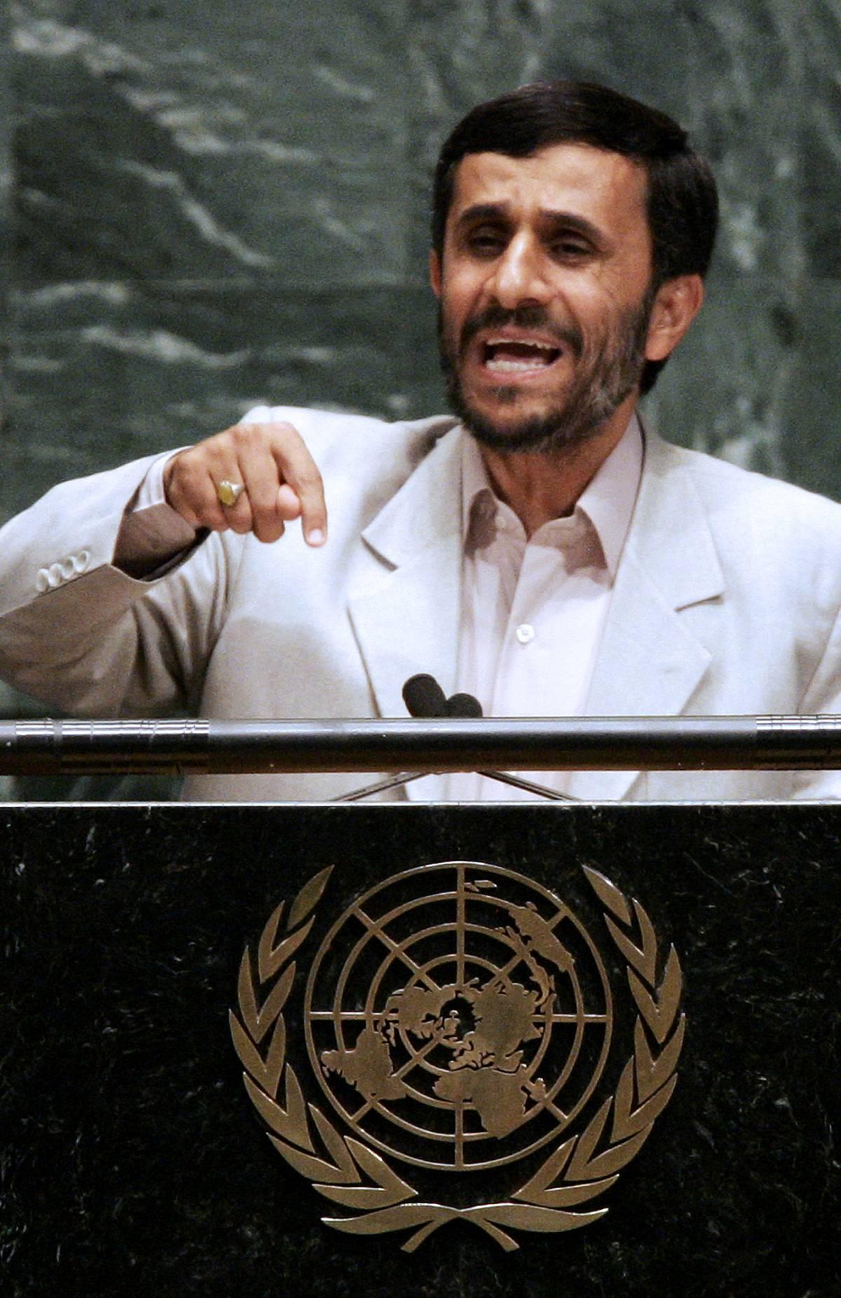 """Ahmadinejad: """"Possiamo reclutare centinaia di kamikaze ogni giorno"""""""