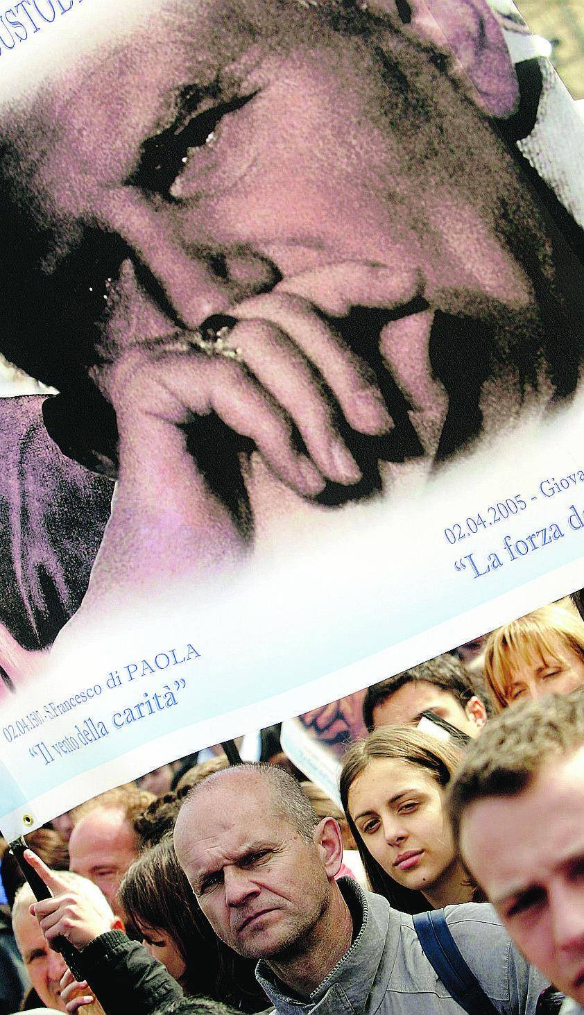 """Benedetto XVI: """"Wojtyla presto beato"""""""