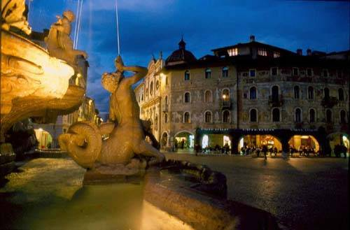 Rugbisti inglesi nudi e ubriachi fermati a Trento