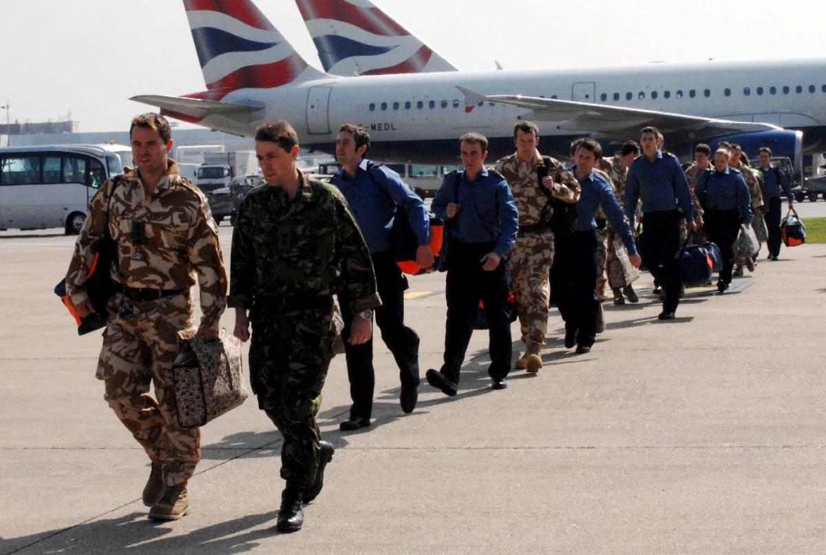 Rientrano tra gli applausi i 15 marinai Londra: «Aperti al dialogo con l'Iran»