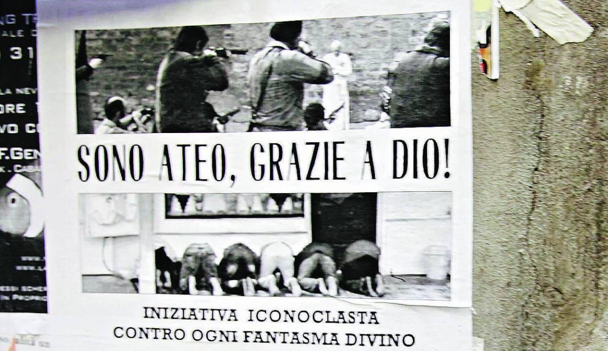 A Genova manifesti con la fucilazione del Papa