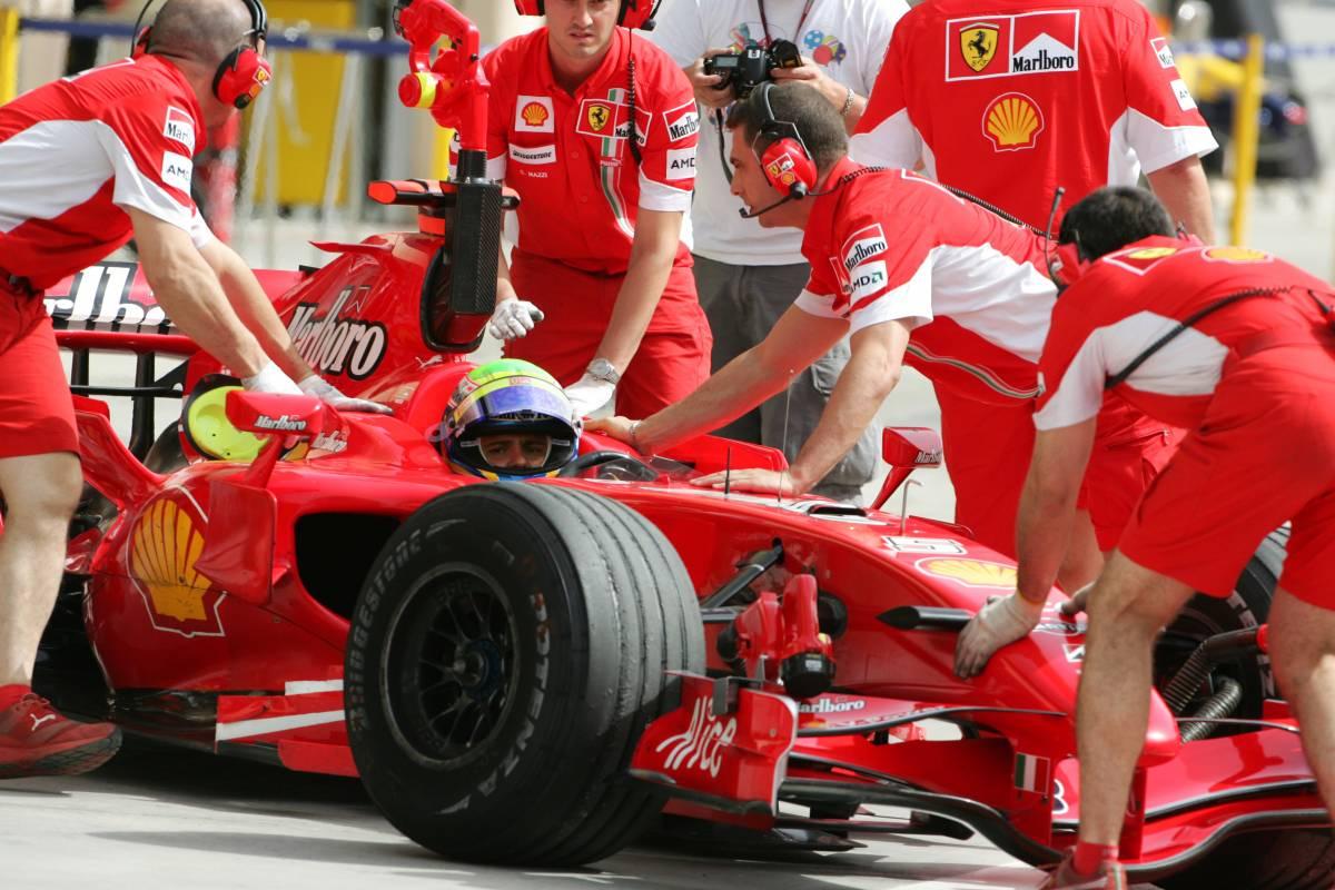 """F1, Raikkonen il più veloce nelle libere. Alonso: """"Mai così vicini alla Ferrari"""""""