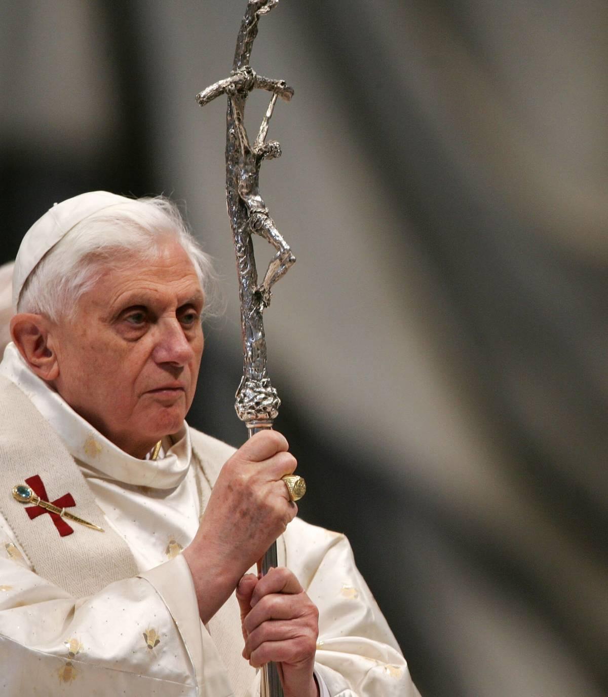 """Benedetto XVI scrive di Gesù ma parla all'uomo  """"Non è un atto di magistero, liberi di criticarmi"""""""
