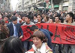 L'ultimo abbaglio della sinistra:  schierata con i cinesi in rivolta