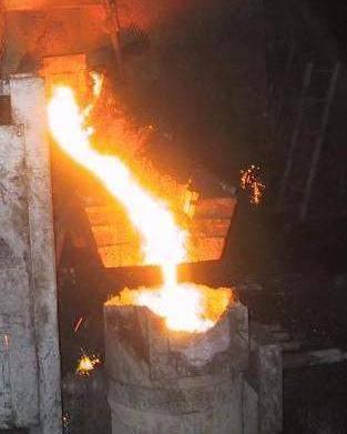 Cina, 32 operai sepolti da 30 tonnellate di acciaio fuso