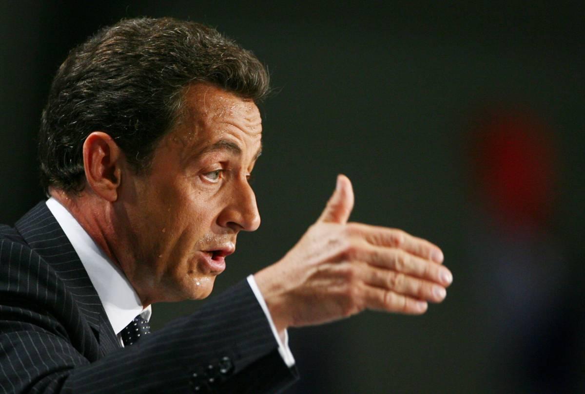 Tutti contro Sarkozy, ma la Francia è con lui