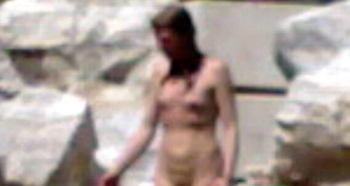 Un tuffo nuda nella fontana di Trevi