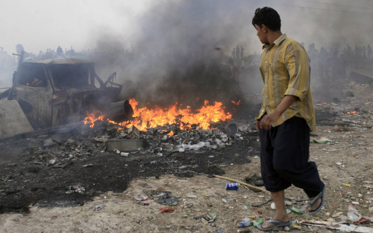 Iraq, kamikaze uccide nove soldati Usa. Camion-bomba a Ramadi: 25 morti