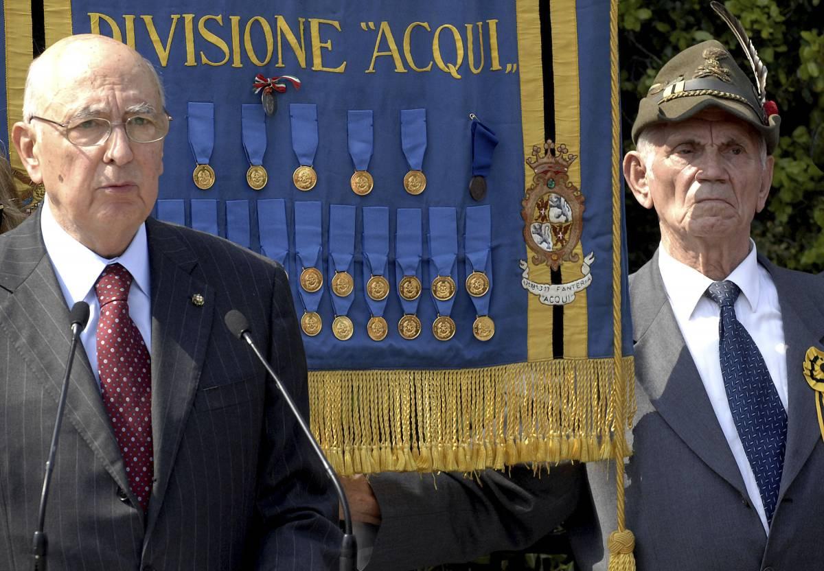 Napolitano: 25 Aprile festa di tutti. Ma la sinistra bersaglia Berlusconi