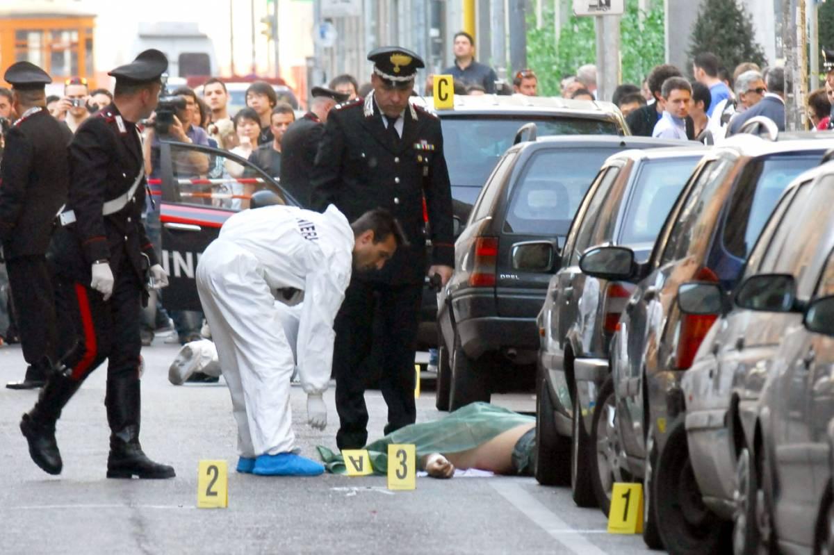 Milano, sparatoria a Chinatown  Due cinesi morti sull'asfalto