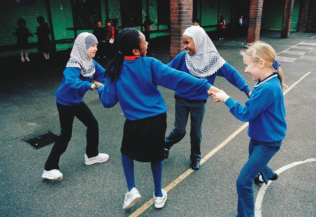Bambine inglesi obbligate a portare il chador in classe