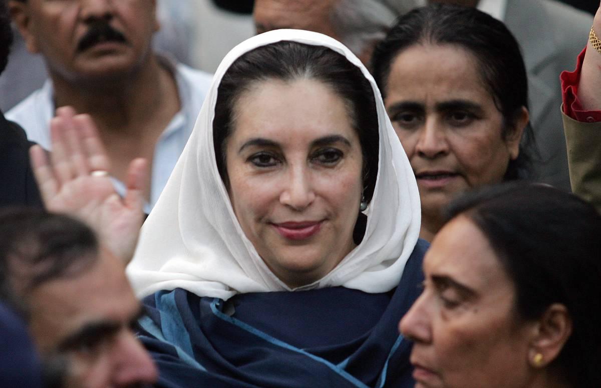 Pakistan, revocati gli arresti  domiciliari alla Bhutto