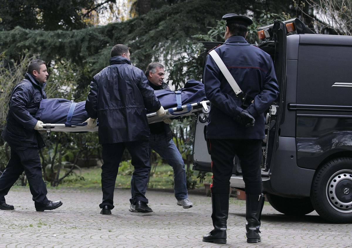 Milano, rapina in casa  Medico muore soffocato