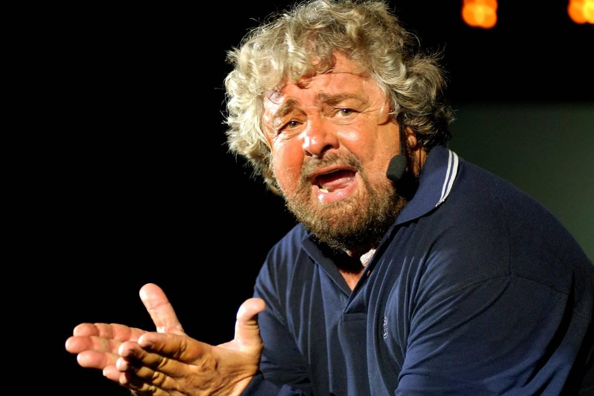 """Grillo assolve gli ultrà, sul blog coro di """"vaffa"""""""