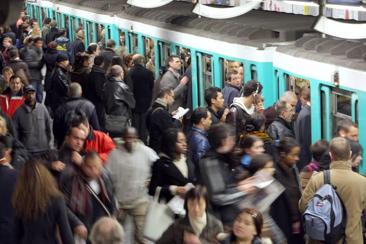 Sabotaggi contro le linee ferroviarie. E la Francia è stanca degli scioperi