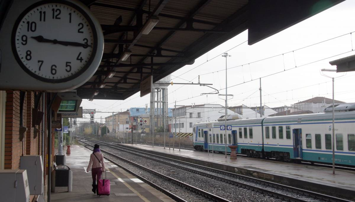 Domani Italia a piedi:  fermi treni, aerei e bus