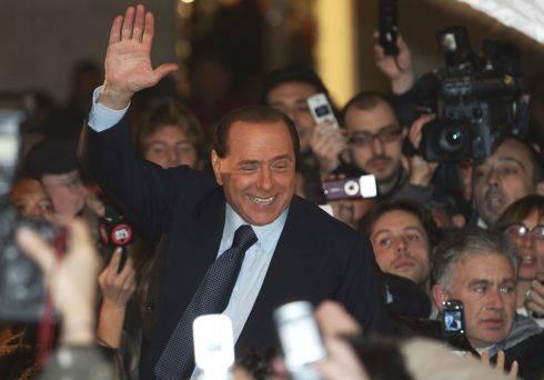 Pdl, Berlusconi torna in piazza con i gazebo